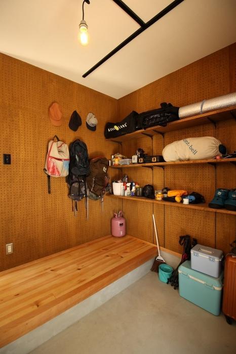 有孔、ボード、壁、壁面収納、ディスプレイ、フック、戸建てリノベーション、G-FLAT