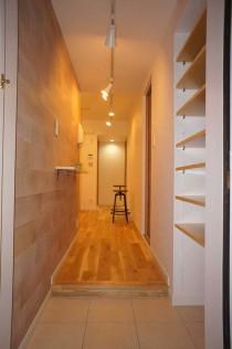 玄関、アクセントパネル、フローリング、大判タイル、靴収納、ディスプレイ、可動式