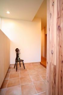 トイレ、玄関、タイル、床、自然素材、リノベーション