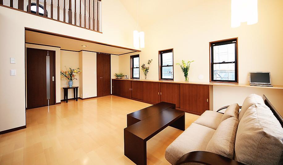 リビング、カウンター、デスク、収納、天窓、採光、水工房
