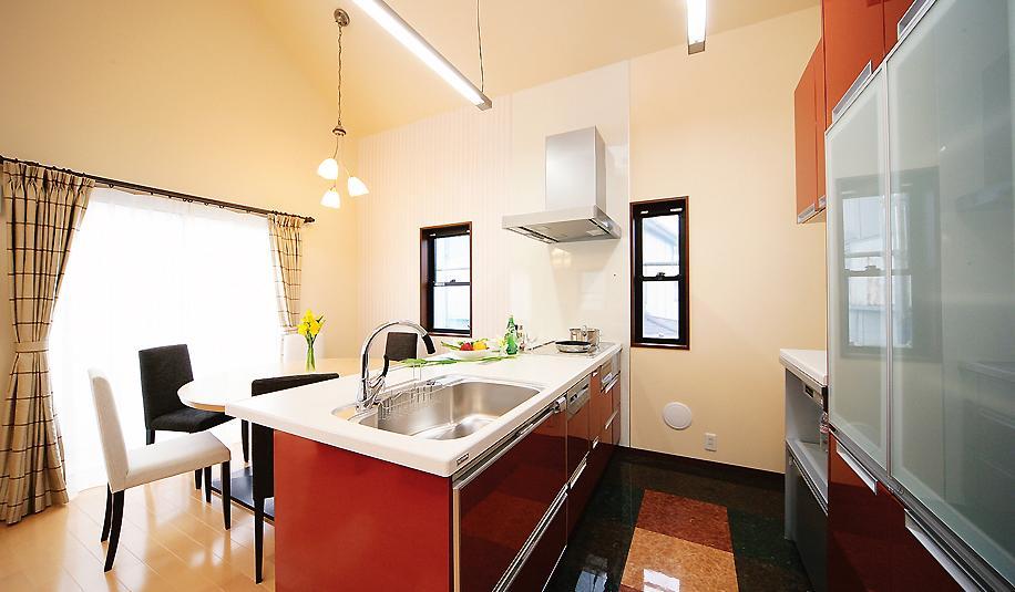 フロアタイル、キッチン、収納、吹き抜け、解放感、水工房