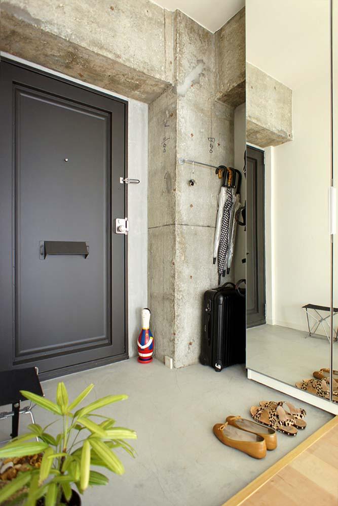 モルタル塗り、玄関、コンクリート、リノベーション、マンション、空間社