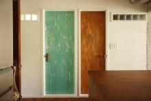 DIY、ドア塗装、建具、ガラスブロック、廊下、採光、ヴィンテージ感、リノベーション、空間社