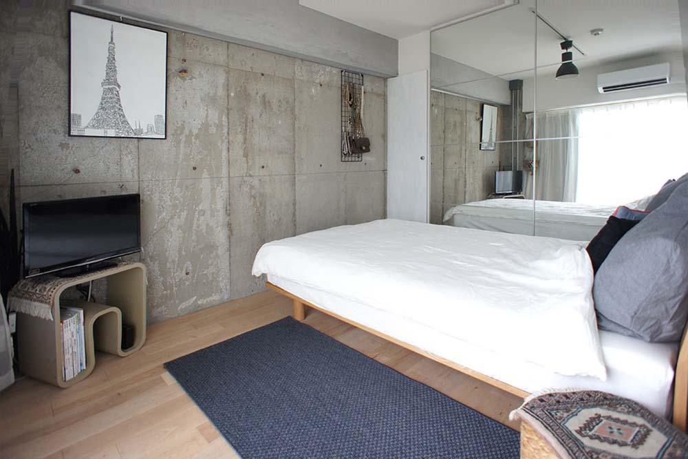 寝室、ベッドルーム、コンクリート打ちっぱなし、鏡面、採光、空間社