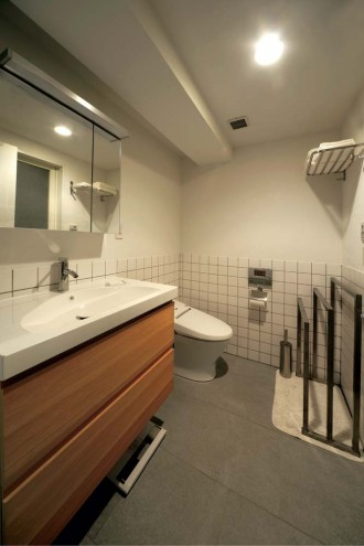 サニタリー、洗面台、タイル床、漆喰、壁、湿気、IKEA、Beathouse