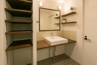 洗面台、パウダールーム、造作、サニタリー、洗濯機、浴室、リノベの一歩