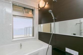 浴室、バスルーム、絶景、海、景色、窓、浴槽、マンション、リノベーション
