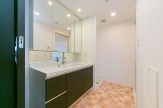水回り、洗面、フロアタイル、床、バスルーム、脱衣所、洗濯機、リノベの一歩