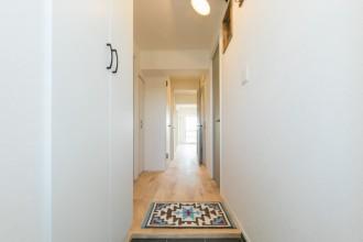 廊下、玄関口、採光、建具、ガラスドア、一歩
