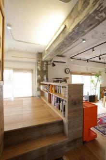 寝室、ベッドルーム、床上げ、床下収納、コンクリート、梁、リノベーション