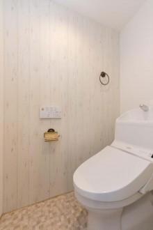無垢、パネリング、オイル塗装、トイレ、マンション、リノベーション、一歩