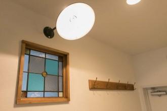 玄関、壁、室内窓、ステンドガラス、マンション、リノベーション、一歩