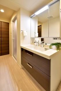 洗面室、吊戸棚、収納、リネン、造作、マンションリノベーション、リノステージ
