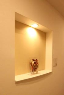ニッチ、棚、壁、アクセントクロス、間接照明、リノステージ