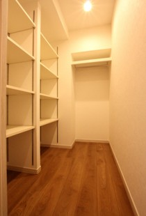 玄関、廊下、マルチクローク、収納、デットスペース、リノステージ