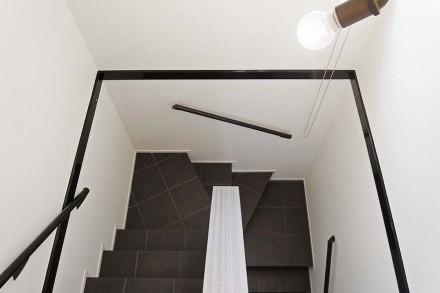 廊下、階段、タイル床、笠木、塗装、手すり、リフォーム、戸建、ロクサ