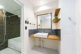洗面、カウンター、モザイクタイル、壁、アクセント、リノベーション