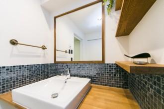 木製、フレーム、ミラー、洗面室、タオル掛け、リノベーション、マンション、一歩