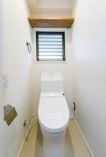 トイレ、タイル壁、収納棚、マンション、リノベーション、リフォーム、一歩