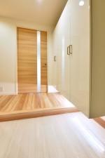 白基調、間接照明、玄関口、廊下、マンションリノベーション