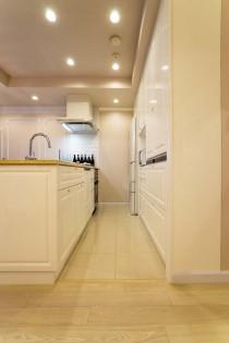 床、キッチン、タイル、収納、鏡面塗装、気品、マンションリノベーション