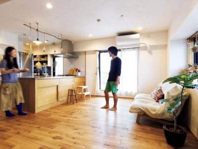 「アズ建設」のリノベーション事例「仕事コーナーに快適動線! ゆったりLDKの心地よい家」