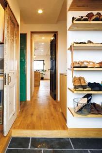 玄関、ウォークインクローゼット、W.I.C、衣類、収納、建具、アンティーク、間口、アズ建設