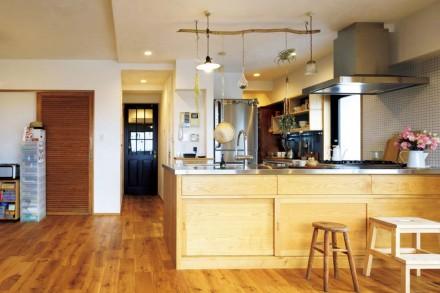 キッチン、自然素材、オーダー、パントリー、引戸、水回り、動線、アズ建設