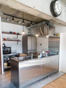 床、モルタル、コンクリート、ステンレス、キッチン、マンション、リノベーション、ワンストップ