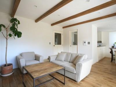 「株式会社FILE」の戸建リノベーション事例「シンプルな白と木のナチュラルスタイルの家」