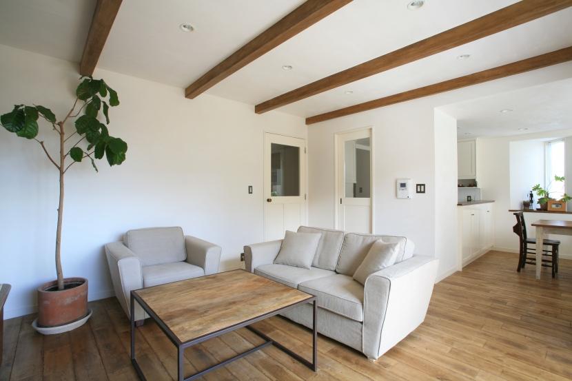 「株式会社FILE」のリノベーション事例「シンプルな白と木のナチュラルスタイルの家」