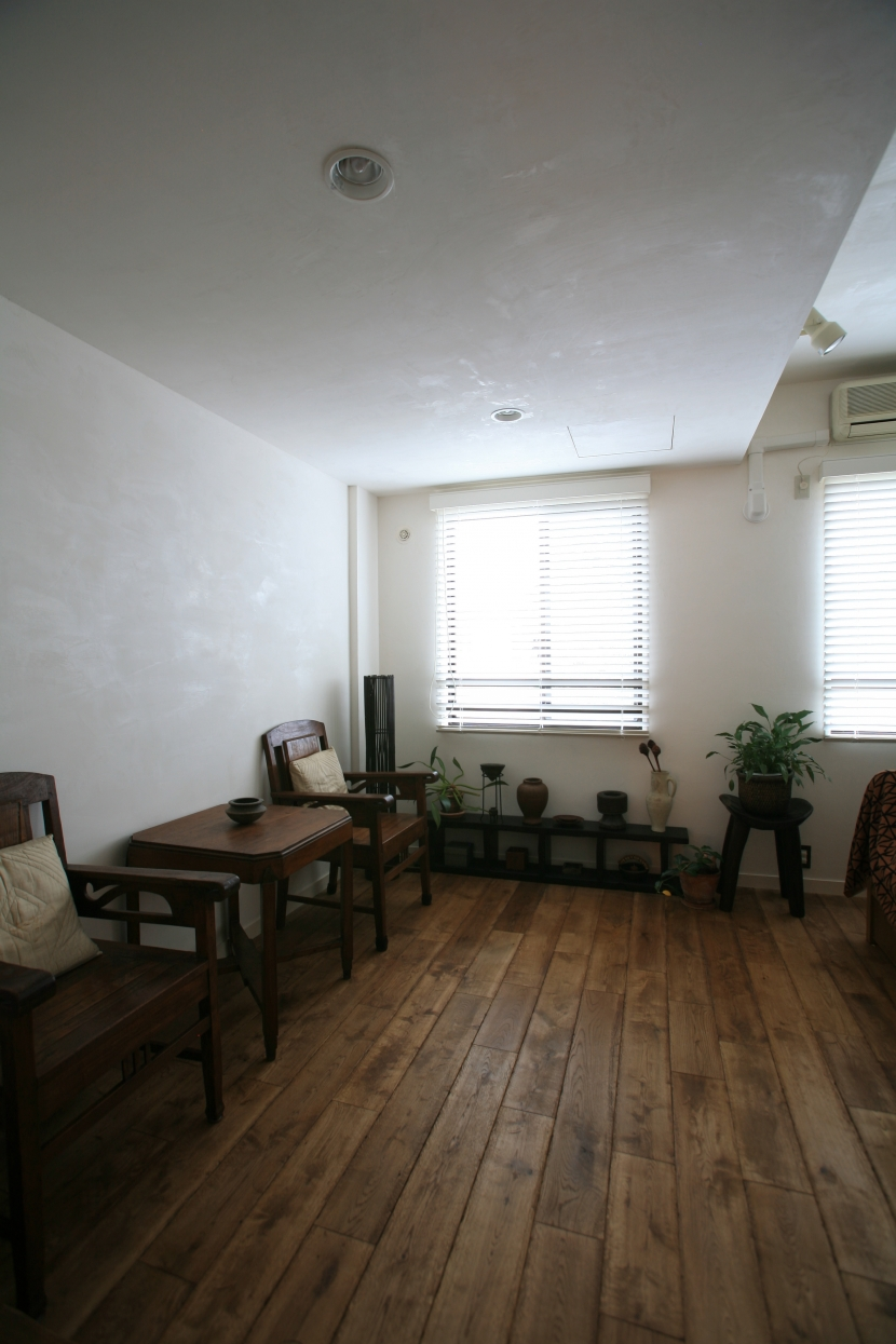 洋室,観葉植物,スモーキーウッド,リノベーション,FILE
