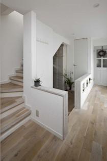 玄関、階段、ナチュラル、無垢、フローリング、戸建、リノベーション