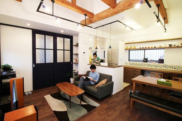 「G-FLAT株式会社」のリノベーション事例「見栄えだけでない計算された暮らしやすさのある住まい~キリンの出迎える家~」