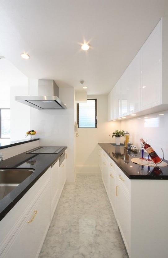 スライド式収納、カウンターキッチン、オリジナルキッチン、リノベーション、大理石カウンター、大理石トップ、大理石天板