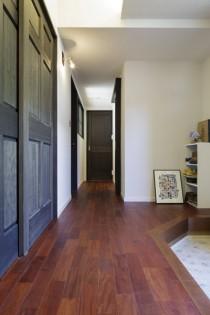廊下、ピンカドフローリング、リノベーション、バリアフリー、三井のリフォーム、和テイスト