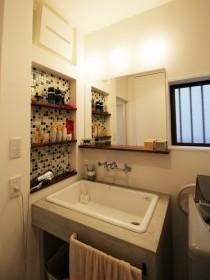洗面台、モルタル仕上げ、オリジナル、リノベーション、タイル貼り、タイル壁、洗面所