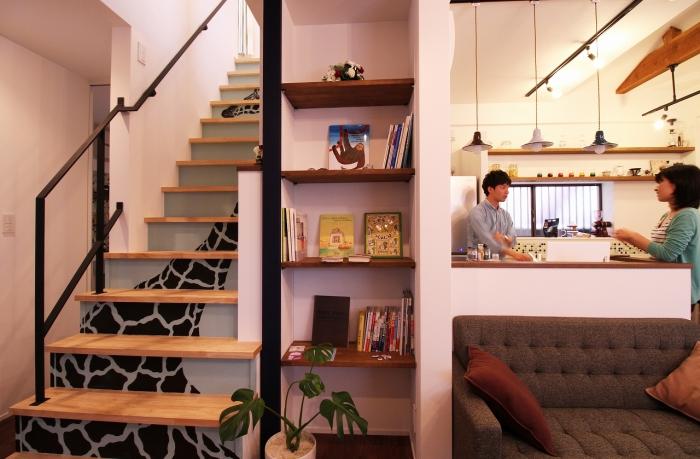 階段、戸建リノベーション、リノベーション、G-FLAT、玄関ホール、廊下、飾り棚