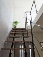 保土ヶ谷区A様 階段から下を見る (2)