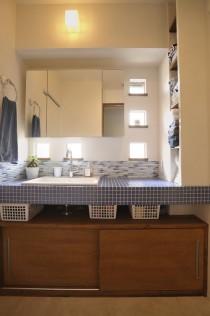洗面台、サニタリールーム、バスルーム、タイル、タモ材
