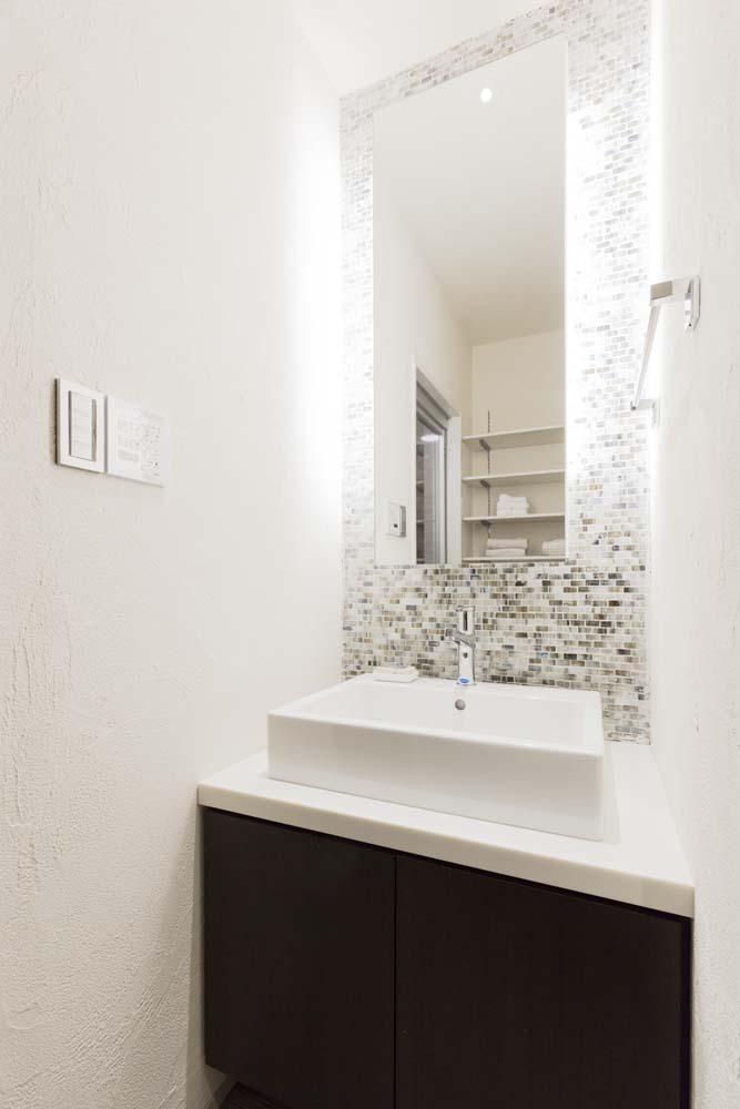 モザイクタイル、洗面台、洗面所、バスルーム、サニタリールーム、リノベーション、