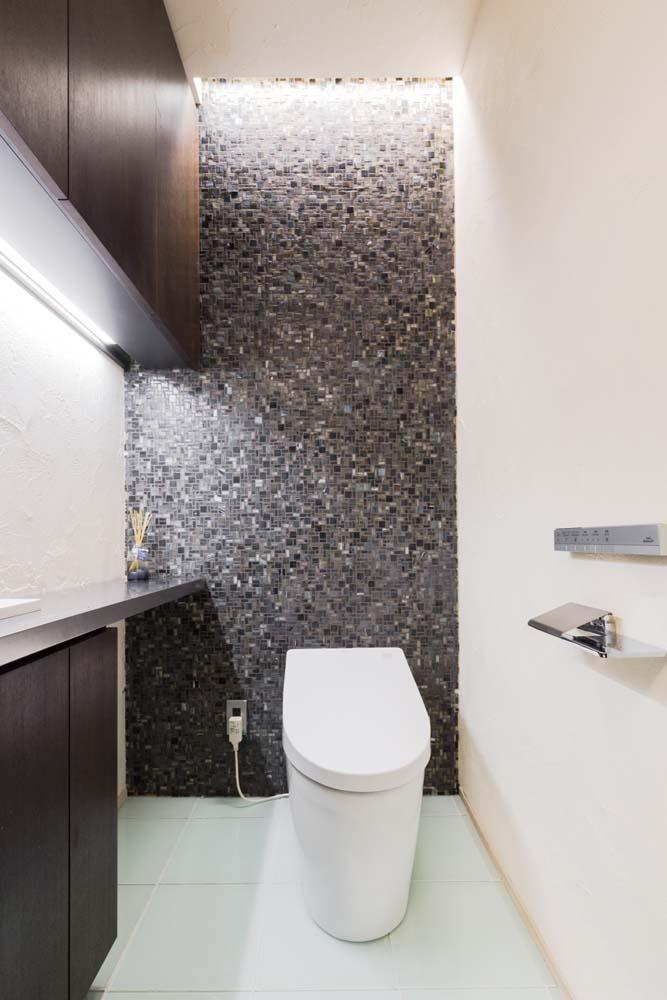 トイレ、モダン、ガラスタイル、モザイクタイル、間接照明、レストルーム、リノベーション、