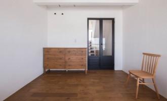 ベッドルーム、寝室、リノベーション、アンティーク扉、エキップ