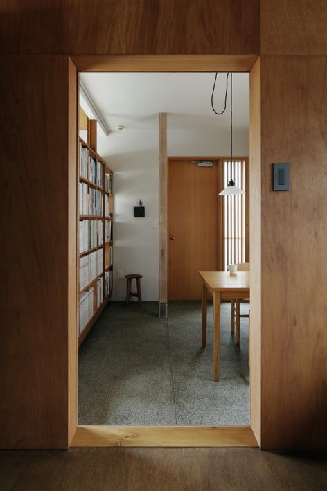 玄関ホール、壁面、扉、開口、戸建、リノベーション、青木律典、株式会社デザインライフ設計室