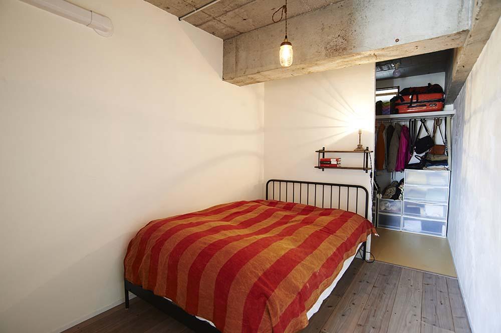 寝室、バックヤード、足場板、フローリング、マンション、リノベーション、リノまま