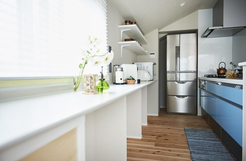 ダイニングキッチン、キッチン、カウンター、造作家具、リノベーション、飾り棚