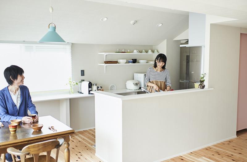 オープンキッチン、キッチンカウンター、カウンターキッチン、無垢フローリング、ナチュラル、リノベーション
