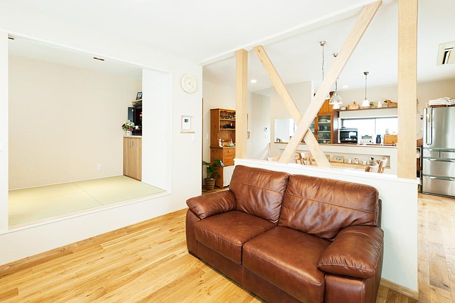 リビング、腰高壁、ナチュラル、カントリー調、無垢材、トラスト、戸建リノベーション、和室