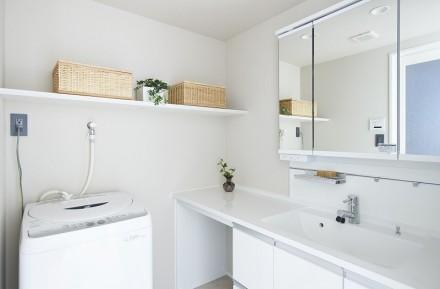 洗面所、洗面台、収納棚、サニタリールーム、リノベーション、インテリックス空間