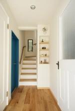 上がり框、玄関、階段、建具、リノベーション、戸建リノベーション、空間社